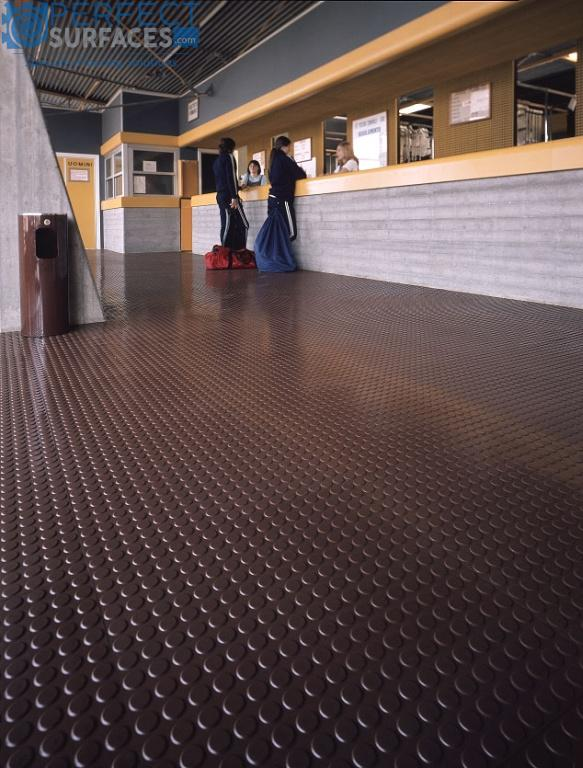 Roll-out polyvinyl commercial flooring